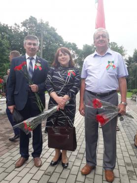 В День Независимости Республики Беларусь в городе Пинске на торжественном возложении цветов